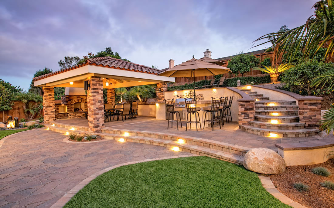 Outdoor living spaces with bbq island gallery of san diego for Outdoor landscaping